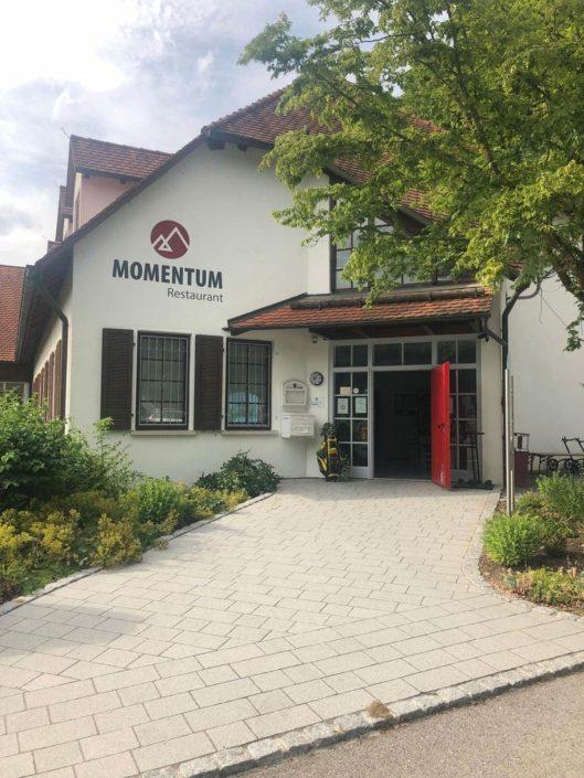 Restaurant-Momentum-Aussenwerbung